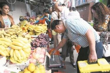 三亚整治海鲜水果市场 违规将重罚