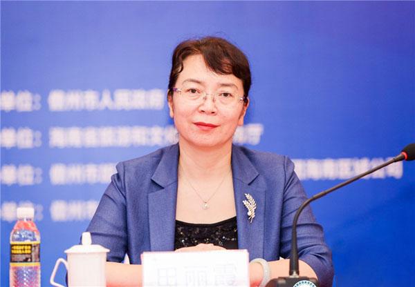 儋州市副市长田丽霞在发布会上致辞