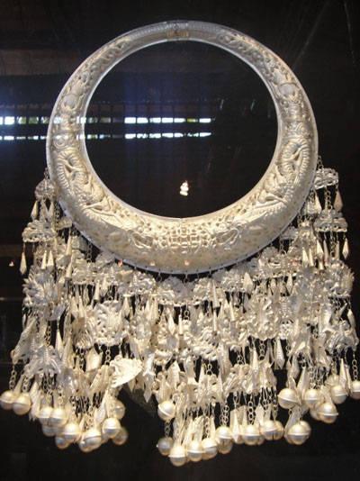 海南苗族精美银饰