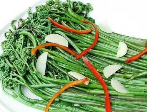 清炒曲毛菜