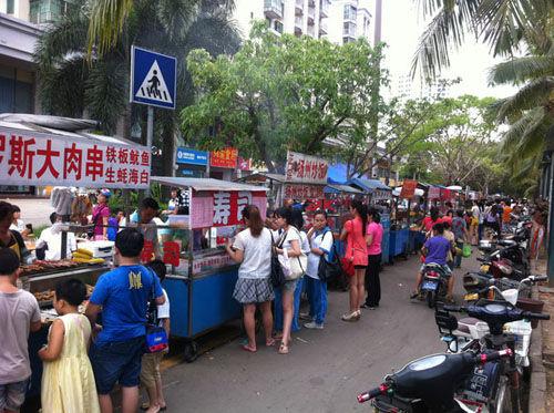 海南大学南门小吃街