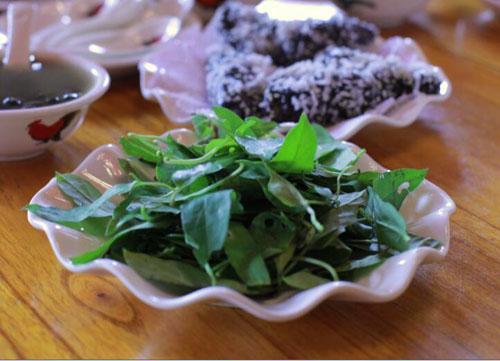 鸡屎藤叶,鸡屎藤粿仔就是由此叶和面粉混合揉捏而成