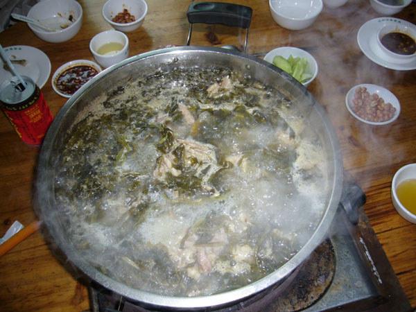 酸菜猪骨火锅