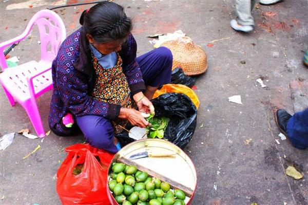 陵水街上卖槟榔的阿婆