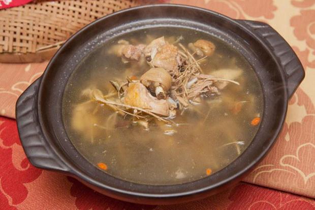 槟榔花鸡汤