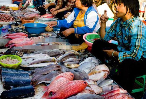 三亚买海鲜的商贩